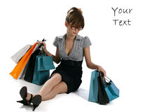 Mulher nova que admira sua compra Foto de Stock