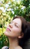 Mulher nova que aprecia o freetime Imagem de Stock