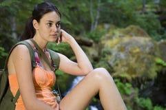 Mulher nova que caminha no verão Foto de Stock Royalty Free