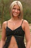Mulher nova que desgasta a parte superior preta Imagens de Stock Royalty Free