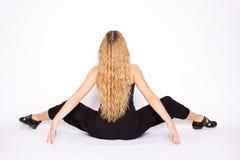 Mulher nova que faz o exercício da ioga Imagens de Stock Royalty Free