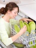 Mulher nova que faz o Housework imagens de stock royalty free