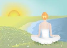 Mulher nova que meditating Foto de Stock Royalty Free