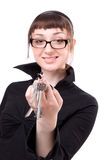 Mulher nova que mostra a chave fotos de stock