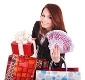 Mulher nova que prende a euro- caixa do dinheiro e de presente. Fotos de Stock