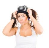 Mulher nova que prende seus ponytails Imagem de Stock Royalty Free