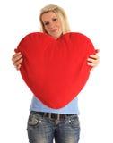Mulher nova que prende um descanso heart-shaped imagens de stock royalty free