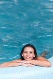 Mulher nova que relaxa Imagens de Stock