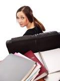 Mulher nova que senta-se atrás dos livros Fotografia de Stock