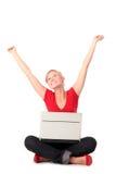 Mulher nova que usa o portátil Foto de Stock Royalty Free
