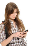 Mulher nova que usa o telefone de pilha Foto de Stock