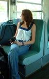 Mulher nova que viaja no trem Foto de Stock Royalty Free