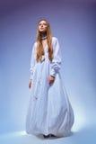 Mulher nova romântica no vestido do vestido. Estilo retro foto de stock royalty free