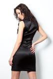 Mulher nova sedutor Foto de Stock Royalty Free