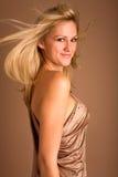 Mulher nova vibrante no ouro Imagens de Stock
