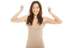 Mulher ocasional nova com gesto do vencedor Imagem de Stock