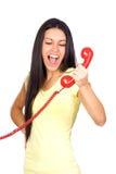 Mulher ocasional que Shouting um telefone vermelho Foto de Stock Royalty Free