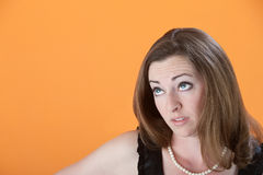 A mulher olha acima Imagens de Stock