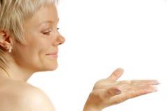 A mulher olha as mãos Imagens de Stock Royalty Free