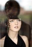 A mulher olha através de um indicador foto de stock royalty free