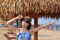 Mulher ou menina chinesa asiática nova feliz bonita Foto de Stock Royalty Free