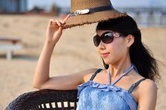 Mulher ou menina chinesa asiática nova feliz bonita Imagem de Stock Royalty Free