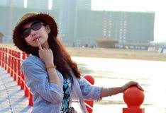 Mulher ou menina chinesa asiática nova feliz bonita Imagens de Stock