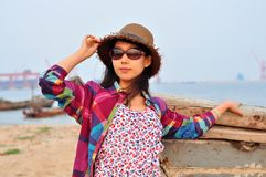 Mulher ou menina chinesa asiática nova feliz bonita Fotografia de Stock Royalty Free