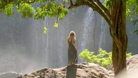 Mulher pela cachoeira filme