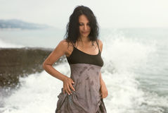 Mulher pelo mar Fotografia de Stock Royalty Free