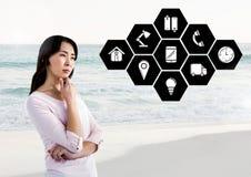 Mulher pensativa com ícones da aplicação contra a praia no fundo Imagens de Stock Royalty Free