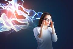 Mulher pensativa com mente artificial Fotos de Stock Royalty Free