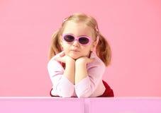 Mulher pequena cor-de-rosa Fotografia de Stock Royalty Free