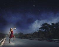 Mulher perdida na escuridão Imagens de Stock