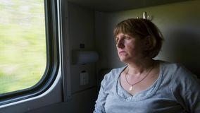 Mulher perto da janela no trem filme