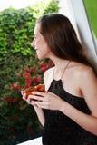 Mulher perto de um indicador Imagem de Stock Royalty Free