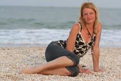 Mulher perto do mar Foto de Stock Royalty Free