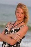 Mulher perto do mar Imagem de Stock