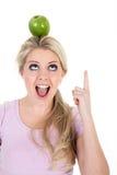 Mulher poised com uma maçã imagens de stock royalty free