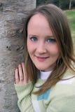 Mulher por Árvore Imagens de Stock