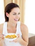 Mulher positiva que come o pequeno almoço imagens de stock royalty free