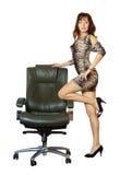 Mulher próximo na poltrona luxuosa do escritório imagem de stock royalty free