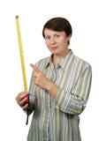 A mulher prende uma medida de fita Foto de Stock Royalty Free