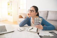 A mulher preocupou-se sobre o gasto fotografia de stock royalty free