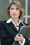 A mulher preocupou-se sobre o problema económico, ao ar livre Fotos de Stock