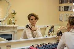 A mulher prepara Foto de Stock Royalty Free