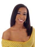 Mulher preta nova com parte superior amarela fora do ombro Fotografia de Stock