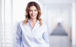 Mulher profissional nova imagens de stock royalty free