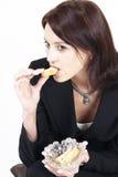 Mulher profissional que tem uma mordida Foto de Stock