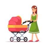 Mulher que anda com sua criança em um pram cor-de-rosa Fotografia de Stock Royalty Free